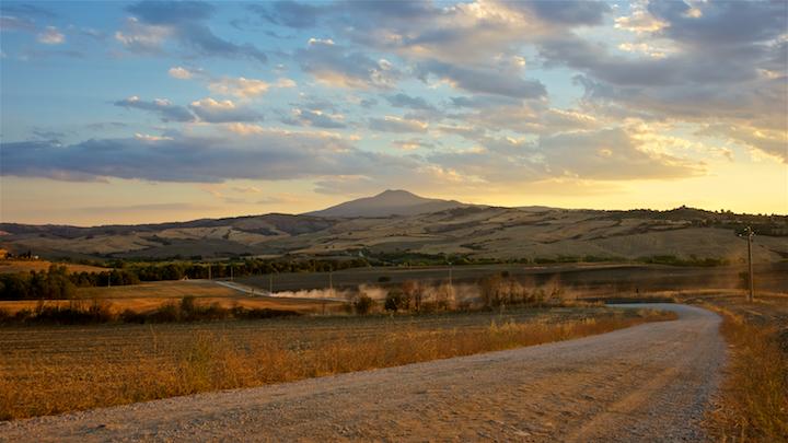 Vakantiefotografie Fotoschool Keistad. Foto van een stoffige landweg in Toscane.